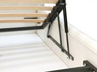 Бельевой ящик кровати оснащен газовыми подъемными механизмами